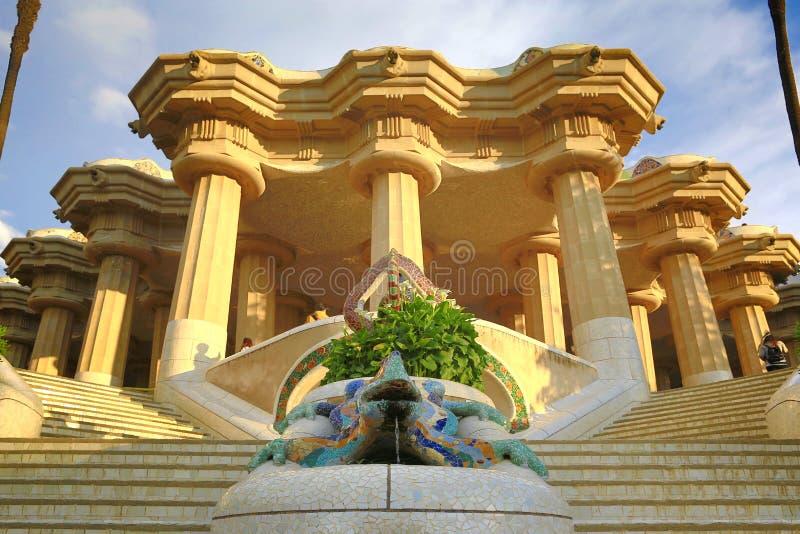 巴塞罗那,西班牙:公园Guell 城市的看法从公园Guell的巴塞罗那日出的 由建筑师安东尼Gaudi的公园Guell 免版税库存照片