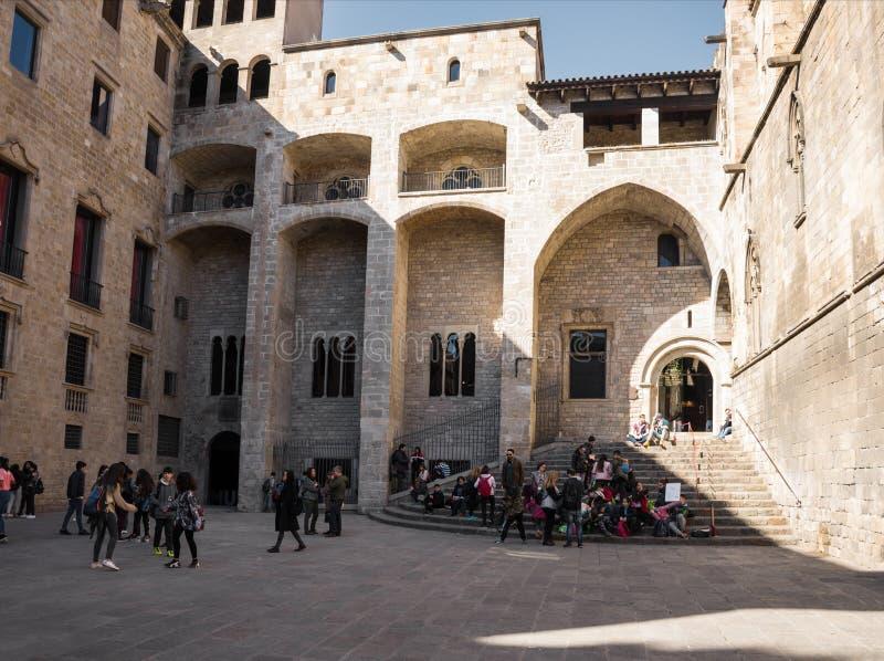 巴塞罗那,西班牙- 2019年2月,22:中世纪帕劳在Placa del Rei国王的广场的Reial奥斯陆王宫,在Gothi的 免版税图库摄影