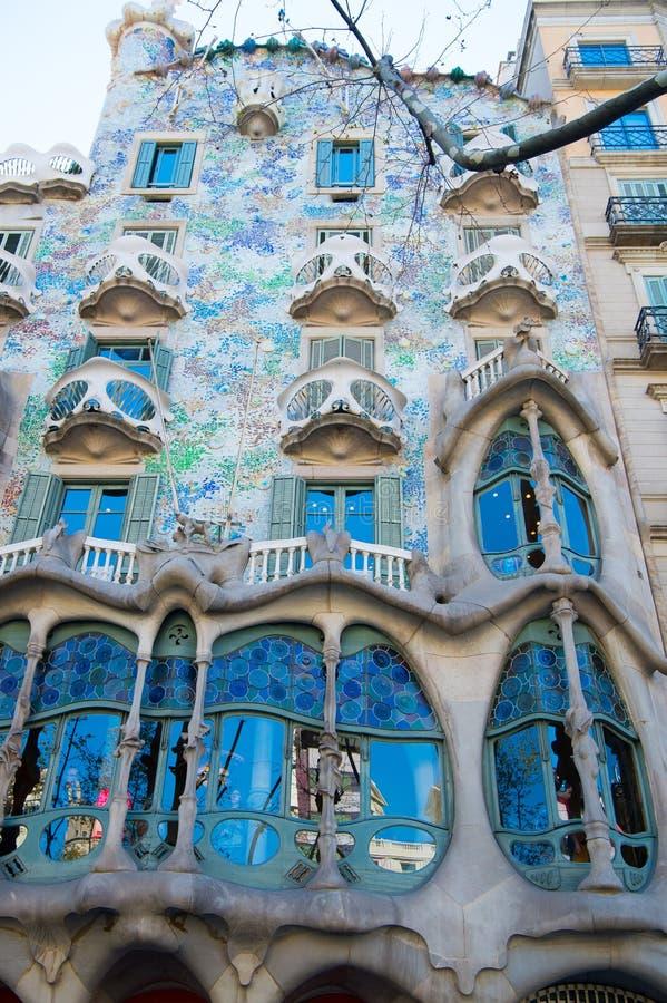 巴塞罗那,西班牙- 2016年3月30日:住处Batllo大厦门面在巴塞罗那 Gaudi设计 现代派建筑学和 免版税库存照片
