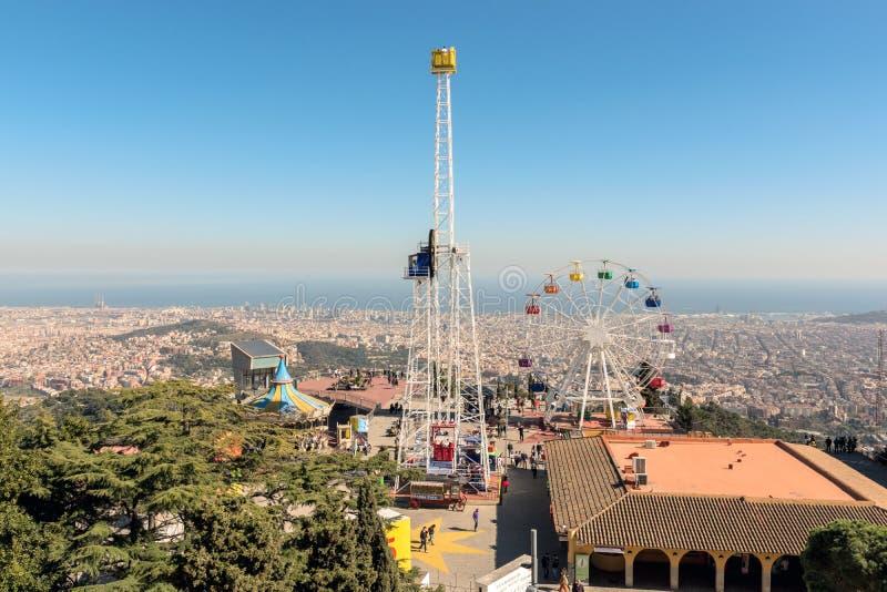 巴塞罗那,西班牙- 2019年3月15日:登上的Tibidabo在天空蔚蓝背景,巴塞罗那,西班牙Tibidabo游乐场 免版税库存照片