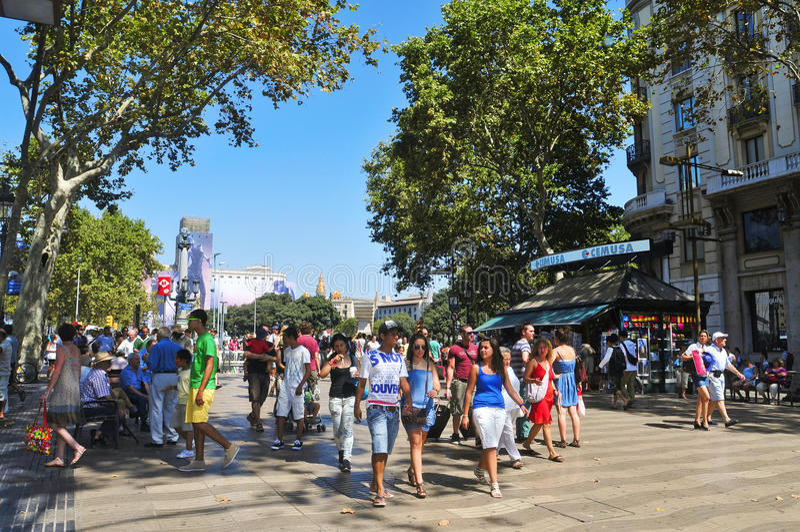 Download 巴塞罗那la rambla西班牙 编辑类照片. 图片 包括有 会议, 步行者, 都市风景, 现代, 美丽如画 - 22353476