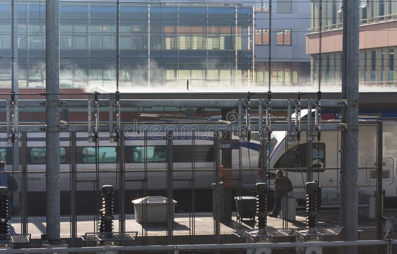 巴尔火车站瑞士列车车顶积雪 库存照片