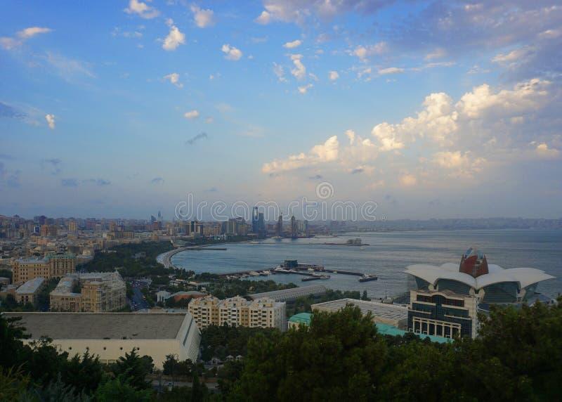 巴库共同的下午都市风景视图 免版税库存图片
