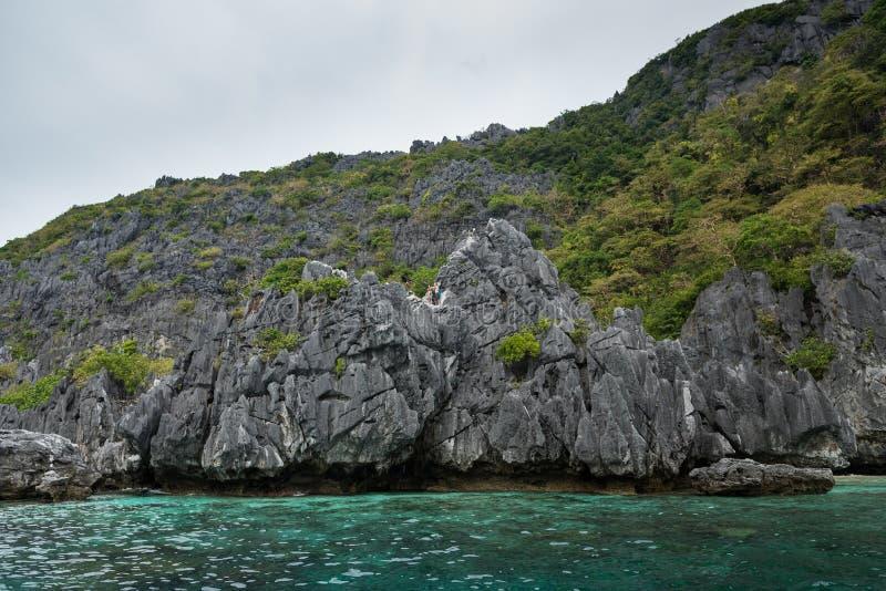 巴拉旺岛岩石和海水 El Nido,菲律宾 图库摄影