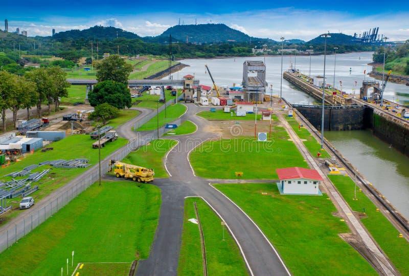 巴拿马城,巴拿马- 2018年4月20日:巴拿马运河是一人为48英里77 km水路在连接的巴拿马 免版税库存图片
