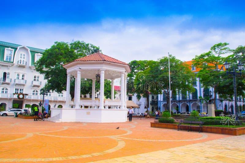 巴拿马城,巴拿马- 2018年4月20日:广场de在Casco Viejo的la Independencia和它的眺望台的室外看法 库存照片