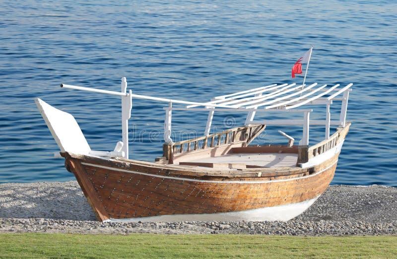 巴林小船传统单桅三角帆船的捕鱼 免版税图库摄影