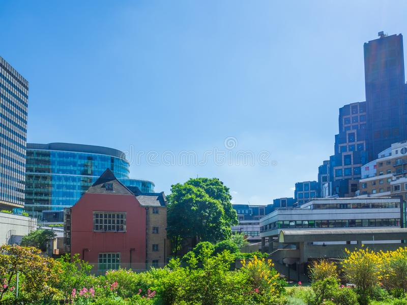 巴比肯艺术中心在伦敦是其中一个野兽派建筑学的最普遍和最著名的例子在世界上 免版税库存照片