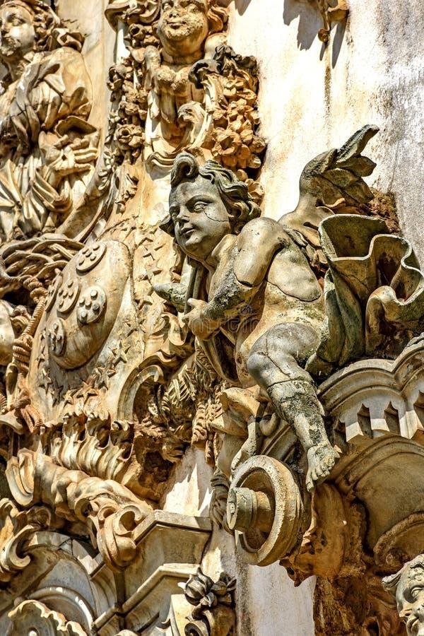 巴洛克式的样式雕塑和装饰品在一个老和历史的教会的前面门面 免版税库存图片