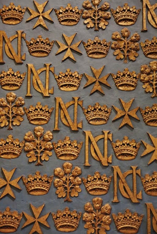 巴洛克式的马耳他装饰品和金冠 免版税库存图片
