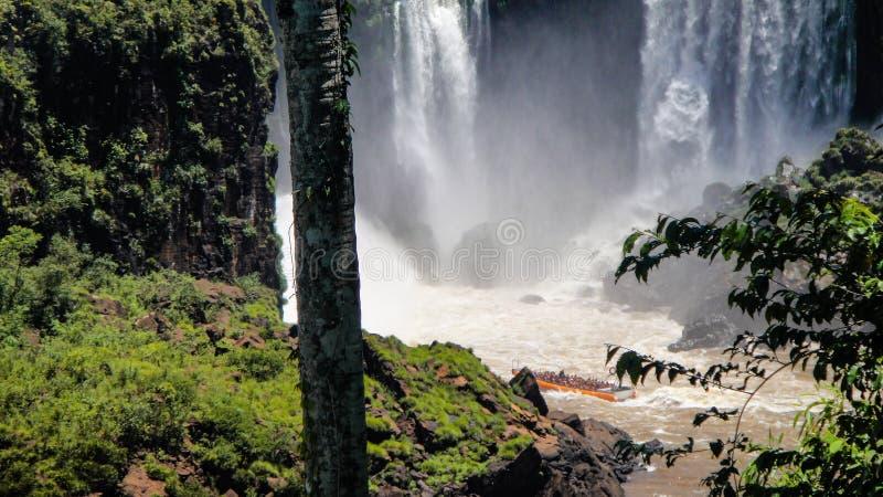 巴西和阿根廷的边界的伊瓜苏瀑布在阿根廷 免版税库存图片