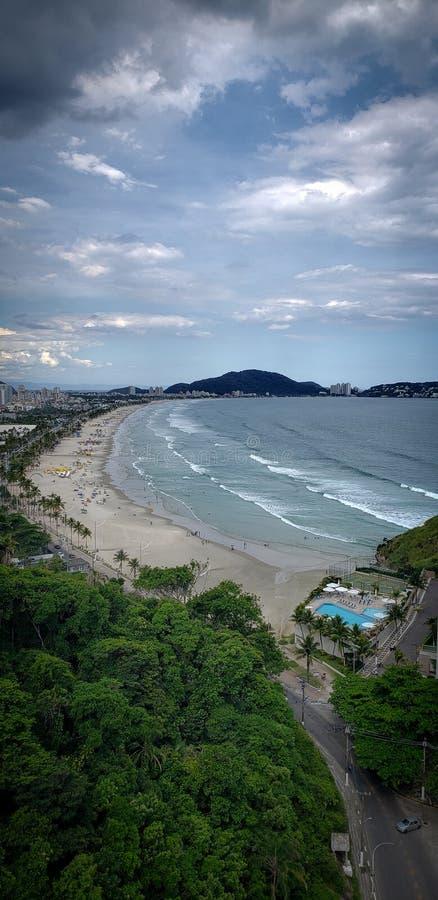 巴西圣保罗瓜鲁哈美丽的Enseada海滩 旅游地 免版税库存照片