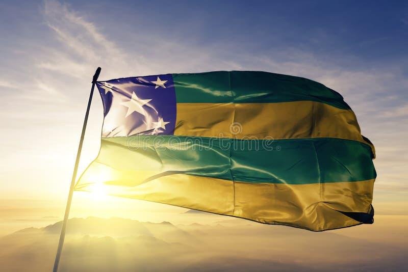 巴西旗子纺织品挥动在顶面日出薄雾雾的布料织品Sergipe状态  向量例证