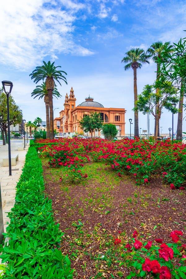 巴里,意大利,普利亚:Margherita剧院的街道视图Th的 免版税库存图片