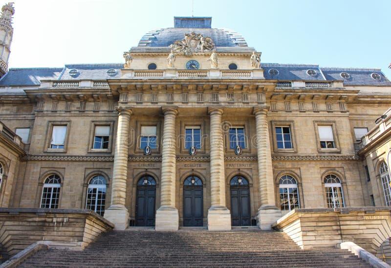 巴黎一栋传统建筑的正面 免版税库存图片