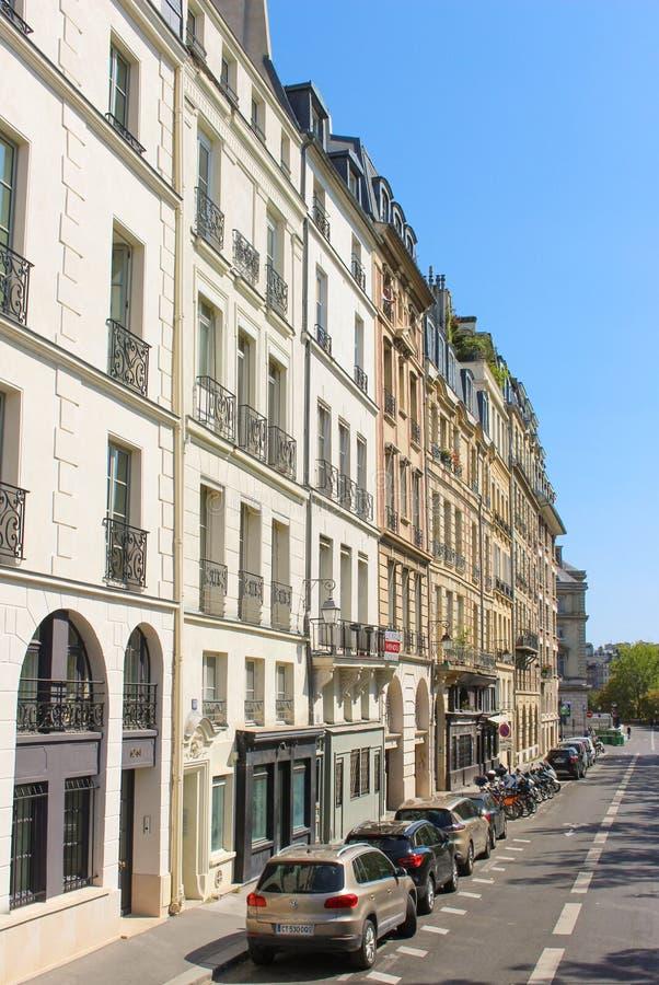 巴黎住宅建筑 免版税库存图片