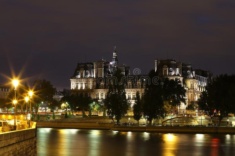 巴黎在晚上-法国,法国市政厅  免版税图库摄影