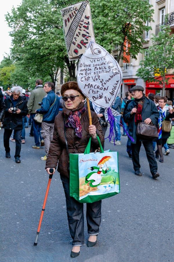 巴黎的老妇人抗议者