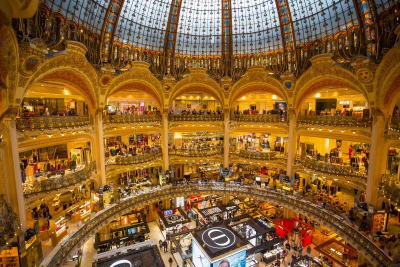 巴黎老佛爷百货公司内部在巴黎,法国 库存图片