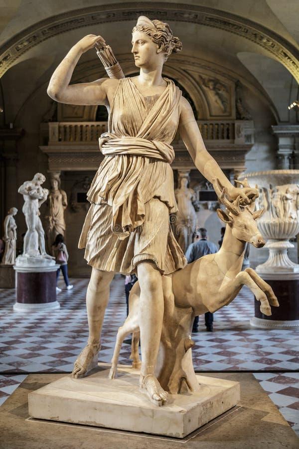 巴黎,法国,2017年3月28日:阿特米斯雕象天窗的,巴黎 黑色白色 阿特米斯-在古希腊神话方面 免版税库存照片