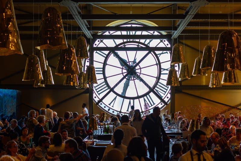 巴黎,法国,15我2019年-一个巨大的时钟在博物馆奥尔赛,巴黎,法国的餐馆 免版税库存图片