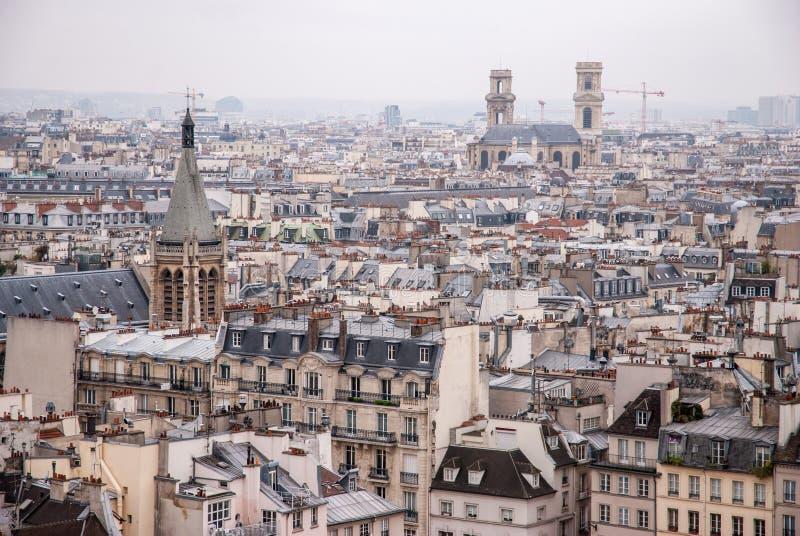 巴黎,法国-与老建筑学的空中城市视图 图库摄影