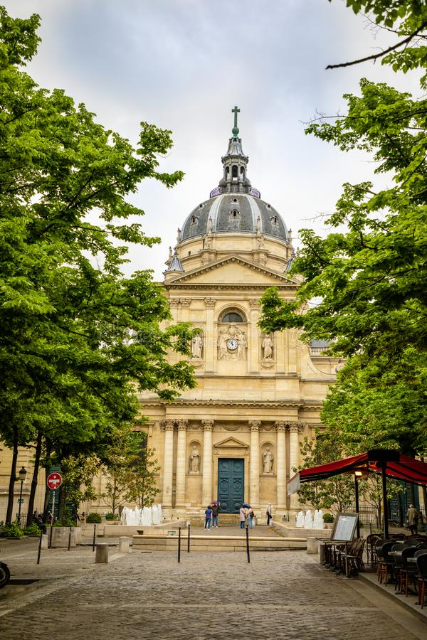 巴黎,法国- 24 04 2019年:索邦学院广场和College de索邦学院,其中一所中世纪大学第一所学院  免版税库存照片