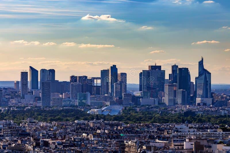 巴黎,法国- 2014年6月:拉德芳斯摩天大楼 库存照片