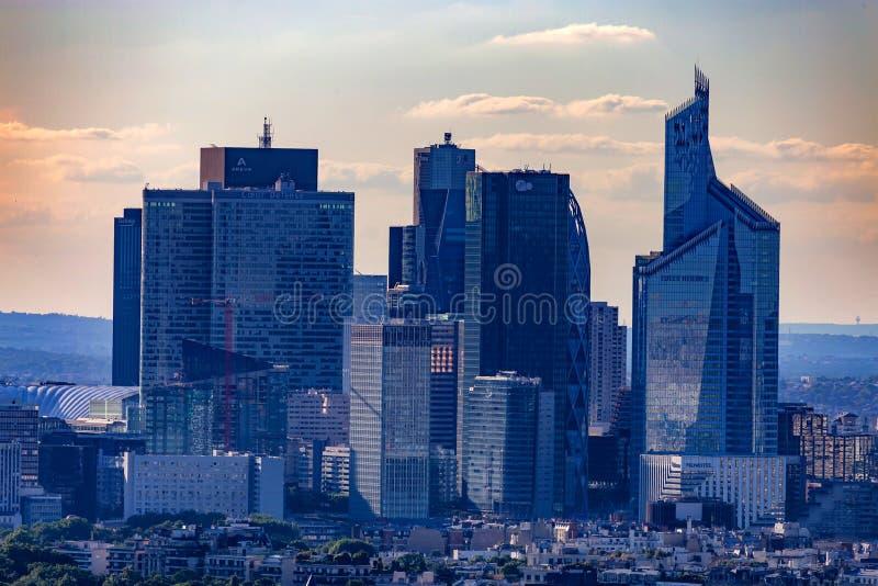 巴黎,法国- 2014年6月:拉德芳斯摩天大楼 库存图片