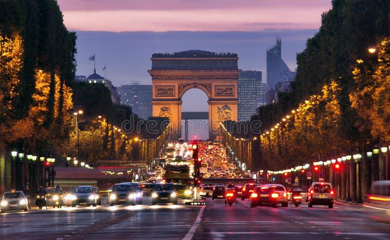 巴黎, Champs-Elysees在晚上 库存图片