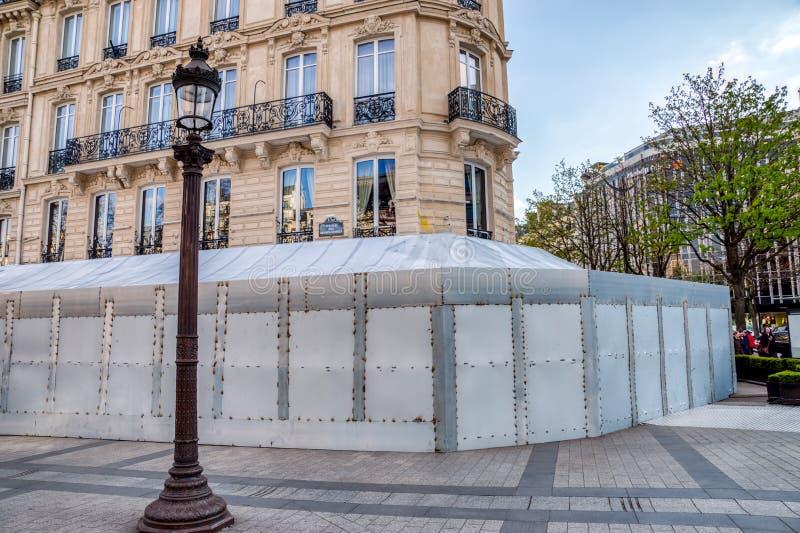 巴黎:Fouquet的在彻底搜索由黄色背心以后 免版税库存照片