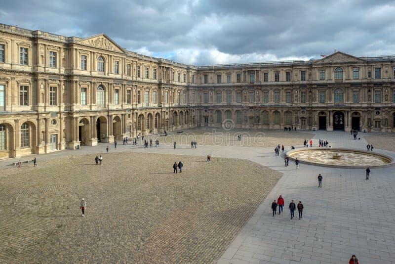 巴黎-罗浮宫 天窗是一个最大的博物馆在世界上,每年接受超过8百万个访客 免版税库存照片