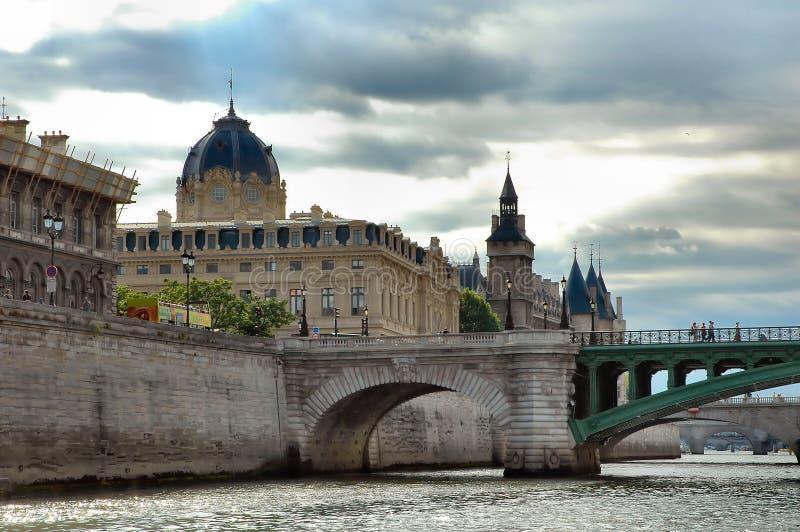 Download 巴黎 库存图片. 图片 包括有 目的地, 有历史, 结构树, 围网, 法国, 风景, 天空, 镇痛药, 著名 - 194301