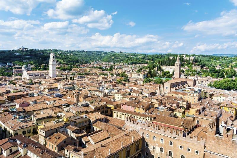市中心的红色屋顶 意大利维罗纳 免版税图库摄影