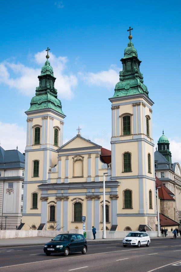 市内贫民区教区教堂门面在布达佩斯 免版税库存图片
