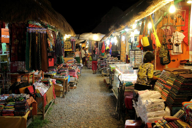 市场晚上街道 库存照片