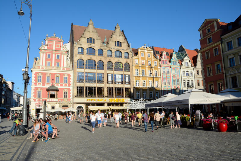 市场的人们在弗罗茨瓦夫,波兰 免版税库存照片