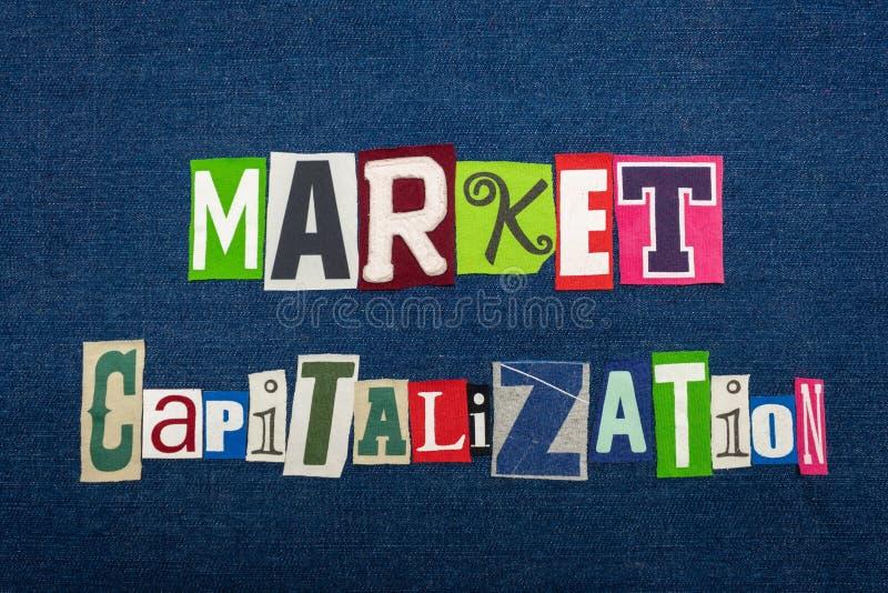 市场资本化文本词拼贴画,在蓝色牛仔布,市场价值概念的多色的织品 免版税库存图片
