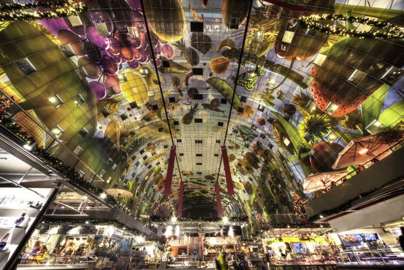 市场霍尔天花板的内在看法 免版税图库摄影