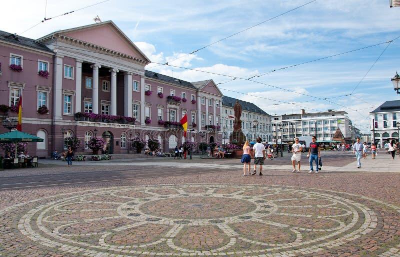 市政厅和Marktplatz,卡尔斯鲁厄,德国 免版税库存图片