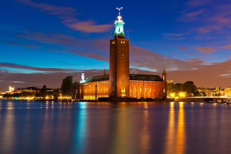市政厅晚上斯德哥尔摩瑞典视图 库存照片