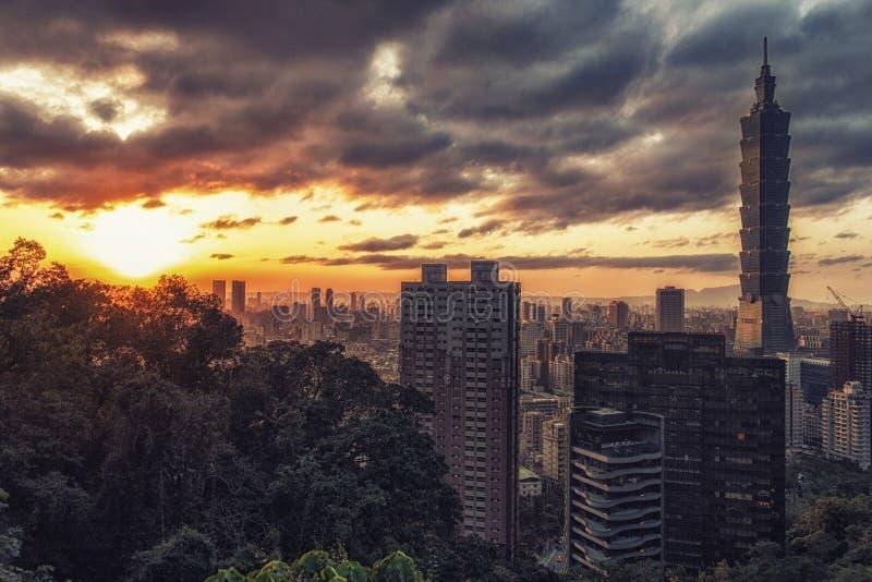 市日落的台北,台湾 免版税库存照片