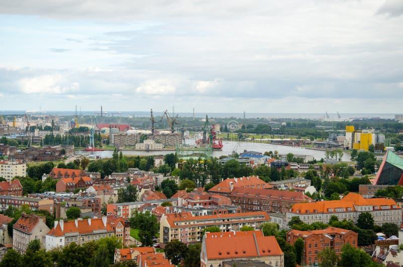 市格但斯克在波兰,在老镇和口岸的鸟瞰图 免版税库存照片