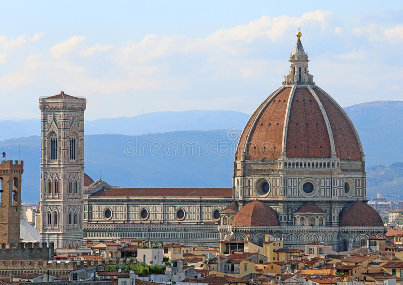 市的全景佛罗伦萨在有伟大的圆顶的意大利 免版税库存图片