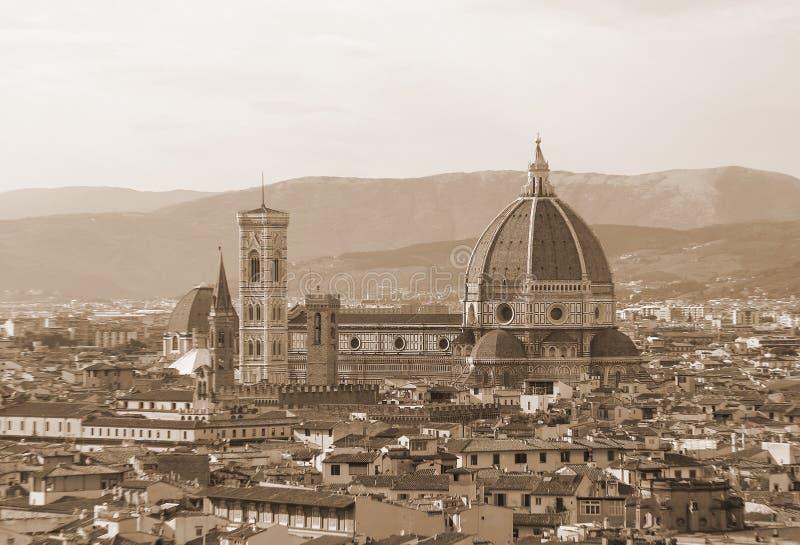 市的全景佛罗伦萨在有C的圆顶的意大利 库存图片