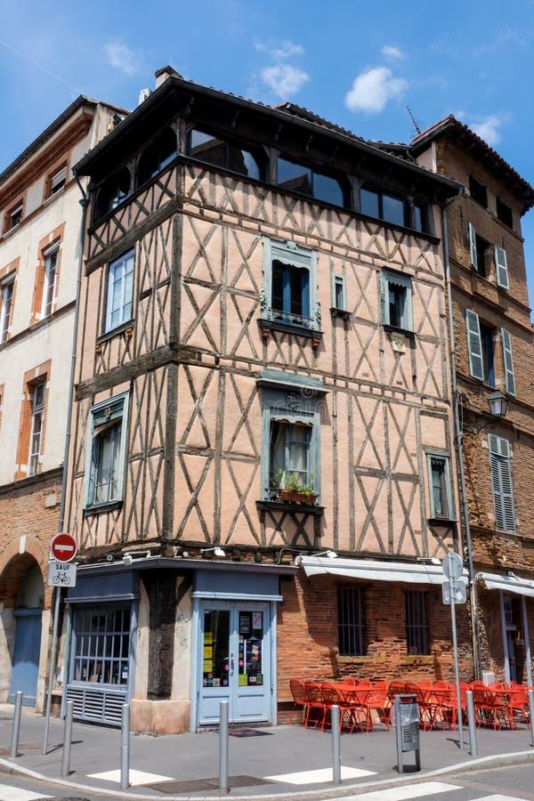 市的典型的老大厦图卢兹,法国的南部的,图卢兹也称桃红色城市 免版税库存照片
