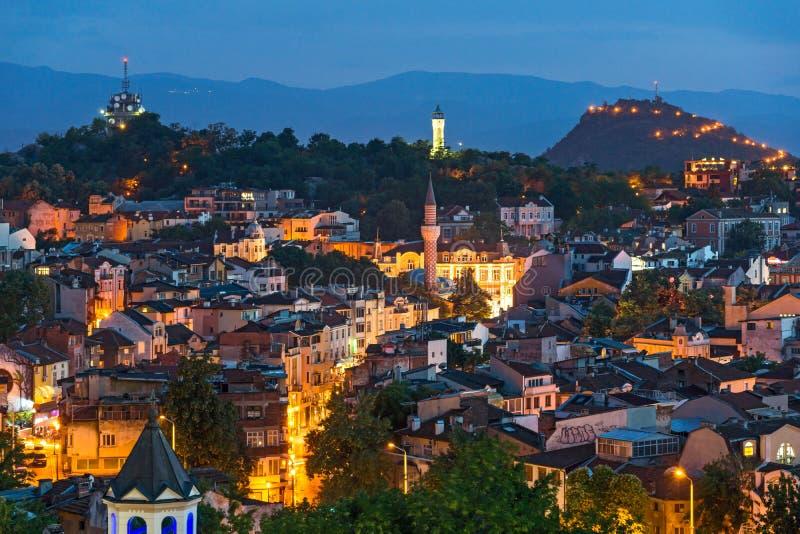 市的惊人的夜全景从Nebet Tepe小山,保加利亚的普罗夫迪夫 免版税图库摄影