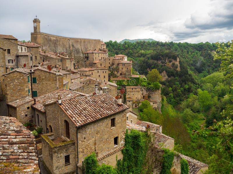 市皮蒂利亚诺在托斯卡纳,在日落以后的意大利 免版税库存图片