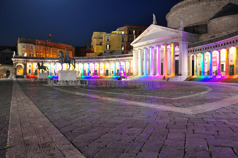 市那不勒斯,广场Plebiscito在晚上 库存照片