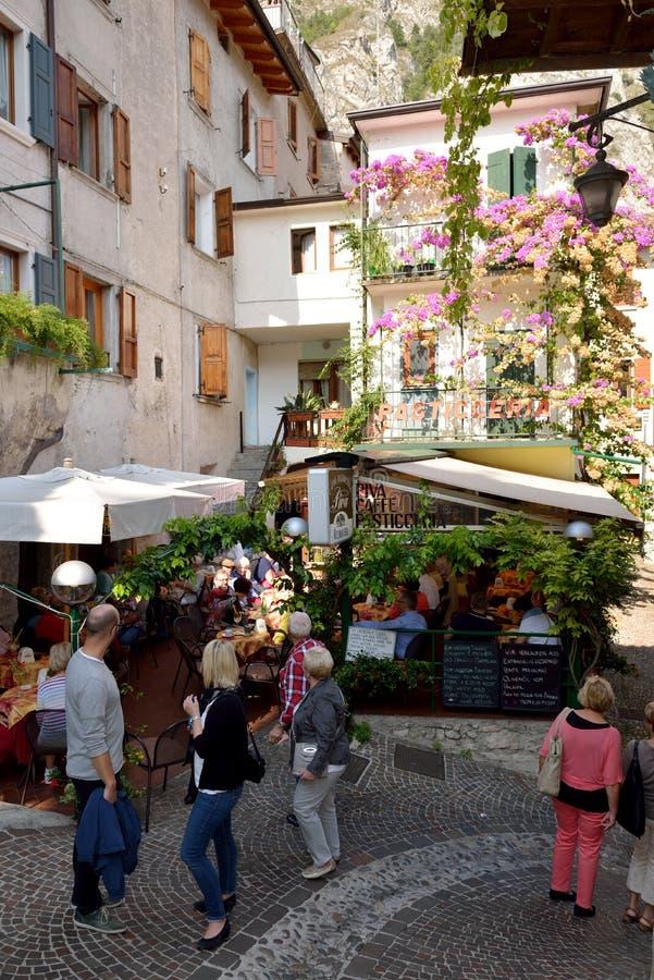 市Limone位于加尔达湖,意大利 免版税库存图片